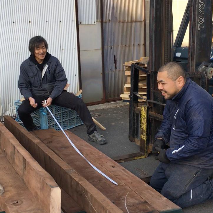 社長の白井(左)と工場のリーダーを務める多田(右)